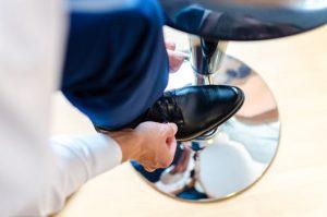 スキンヘッドのファッションに綺麗な靴を